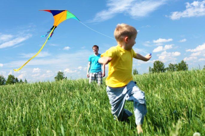 Mutlu Çocuk Yetiştirmek İsteyen Ebeveynlerin Uygulaması Gereken 5 Yöntem