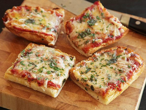 Kahvaltılık Tarif Önerisi: Ekmek Pizza