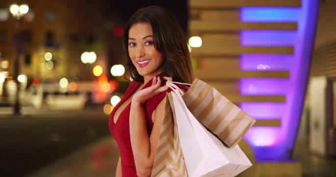 Kadınlar Özel Davete Giderken Nasıl Giyinmeli?