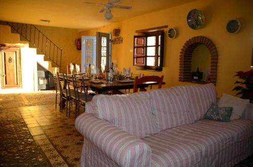malaga-holiday-home-dining-living-chill