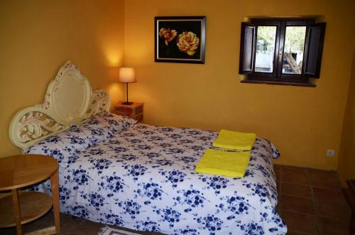 malaga-holiday-home-double-bedroom-downstairs-2