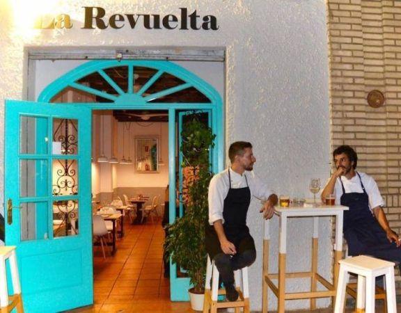 La exposición 'Puntos' de Pedro Carmona Ortegón se inaugura el jueves 29 de noviembre en El Palo @ Restaurante La Revuelta. Casa de Sabores