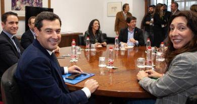"""Ciudadanos se niega a sentarse con Vox, el PP-A acepta escuchar sus propuestas """"con naturalidad"""""""