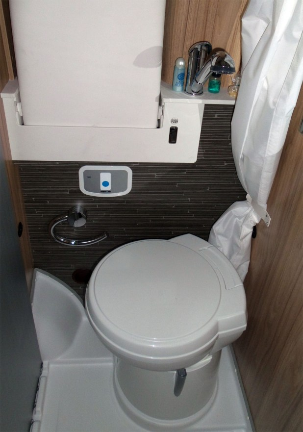 Cuarto de baño interior Hymer Grand Canyon