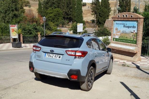 Subaru XV en la entrada a Riogordo.
