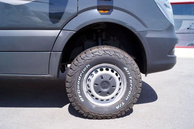 Neumáticos BF Goodrich All Terrain montados en una Autocaravana Mercedes Hymer MLT 4x4.