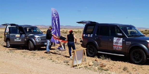 El equipo organizador montando la salida de la primera etapa.