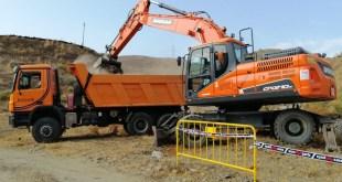 Maquinaria extrema, para una prueba extrema, así está siendo el trabajo de la empresa Excavaciones Lagosol en el Extreme 4×4 de Torrox
