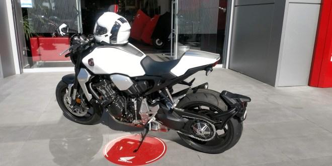 Honda CB1000R en las instalaciones de Servihonda en Málaga.