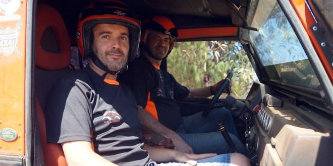 De izquierda a derecha, Carlos Ruíz, copiloto, y Salvador Moral, copiloto Equipo La Mina 4x4 Extreme.