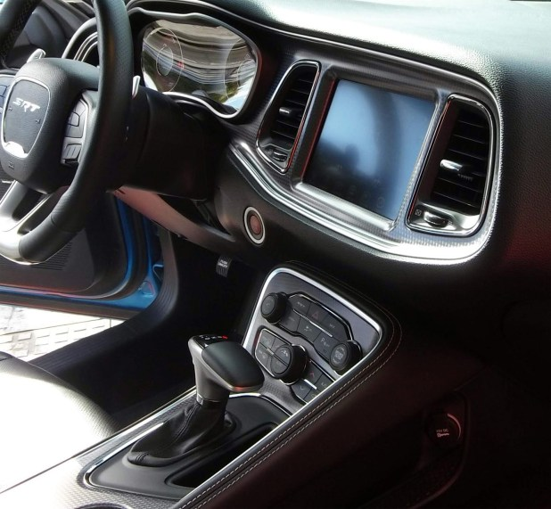 Interior del Dodge Challenger SRT Hellcat.