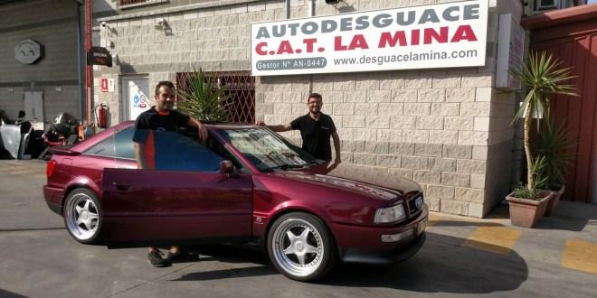 Izquierda, Carlos Ruiz, y, Salvador Rubén Serrano, con Audi Coupé Quattro.