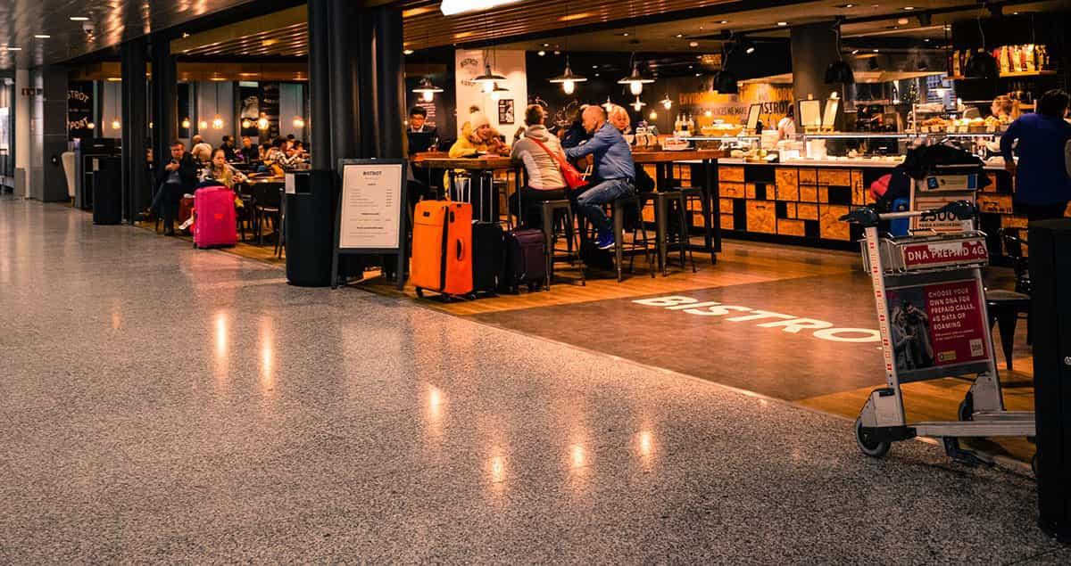 Tiendas y restaurantes en el aeropuerto