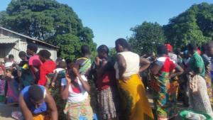 Women-queue-to-buy-maize-at-Zingwangwa-Admarc-depot