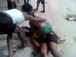 photo file, women fighting