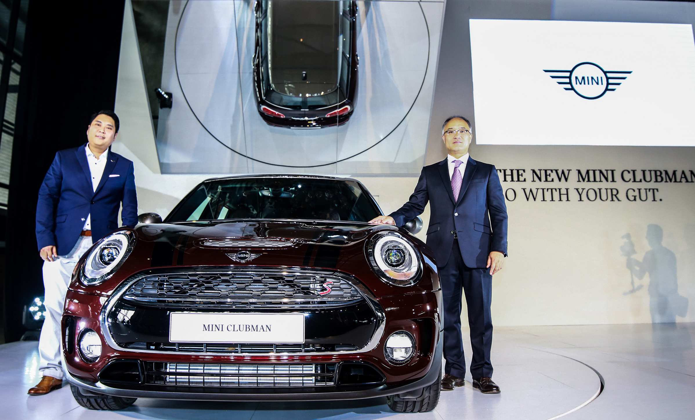(From L-R) Mr. Kidd Yam, Head of MINI, BMW Group Malaysia and Mr. Han Sang Yun, Managing Director & CEO of BMW Group Malaysia with the new MINI Clubman.