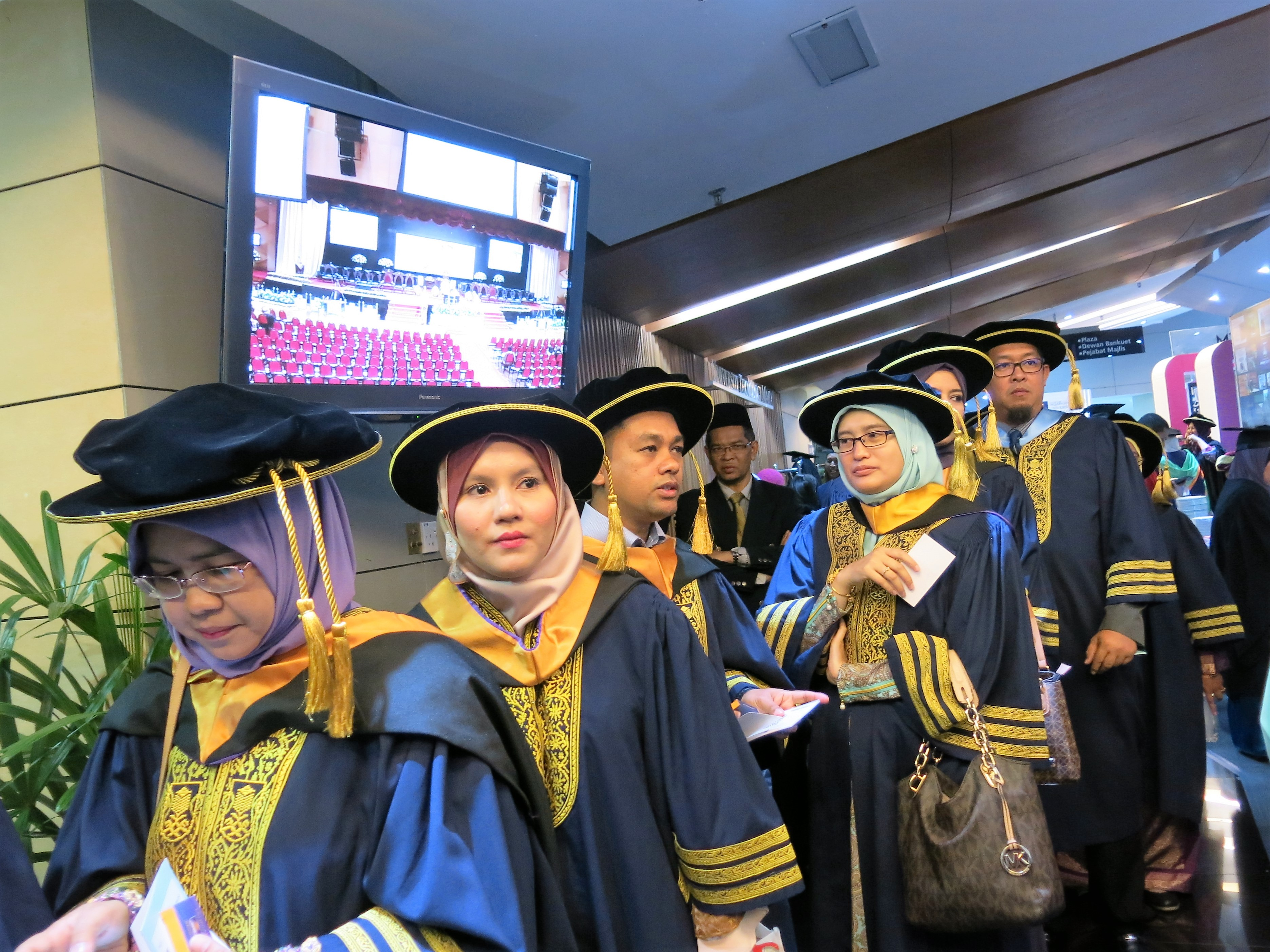 3. UiTM graduates in the queue before entering DATC to receive their scrolls from His Majesty Yang di-Pertuan Agong in Shah Alam.