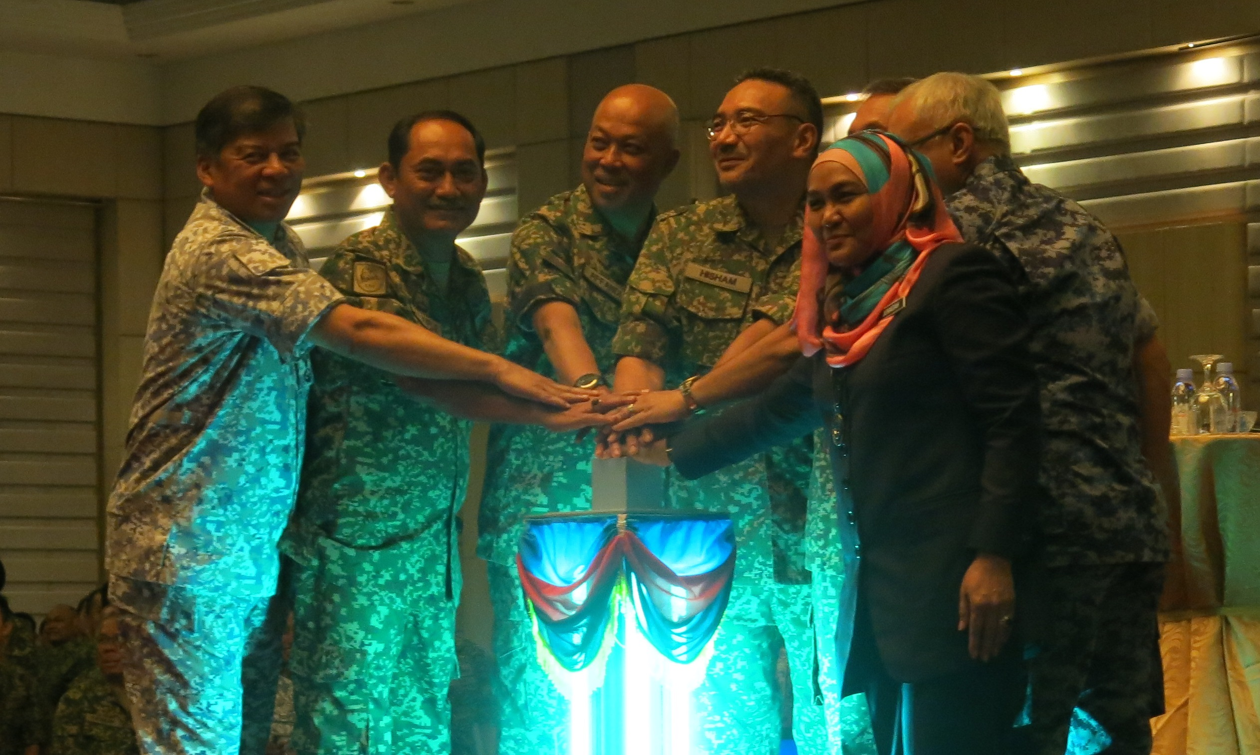 Hishammuddin and high ranking officials of MAF and MINDEF at the logo launch at Wisma Perwira on Thursday