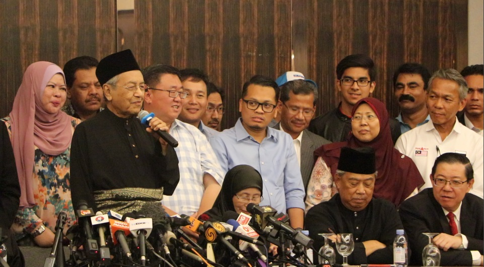 dr mahathir sworn became prime minister of malaysia