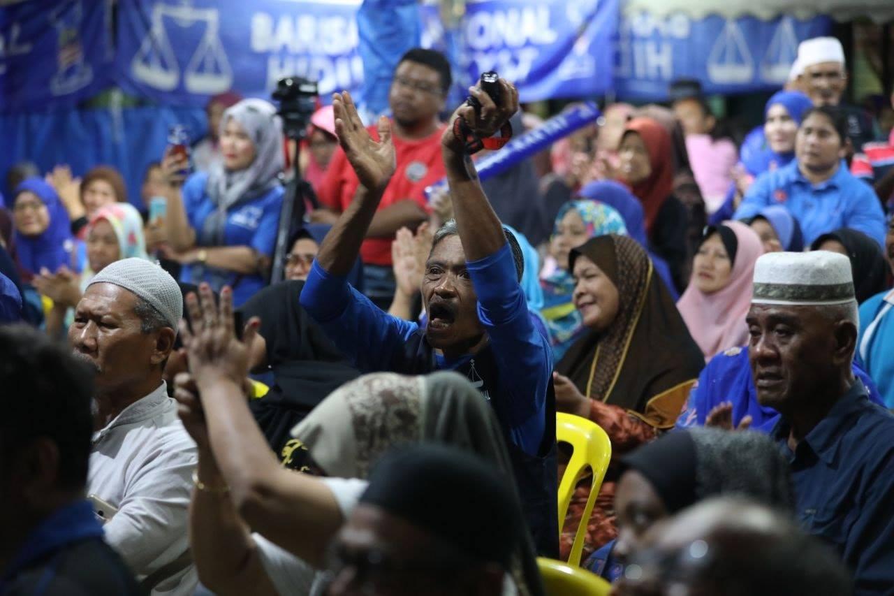 MALAYSIAN SUPPORTING BARISAN NASIONAL