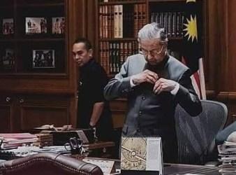 dr mahathir resigned