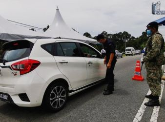 malaysian police roadblocks mco