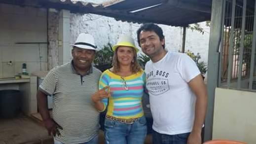 Padre Domingos de chapéu, Ivameire esposa do vice prefeito e Junior Lourenço.