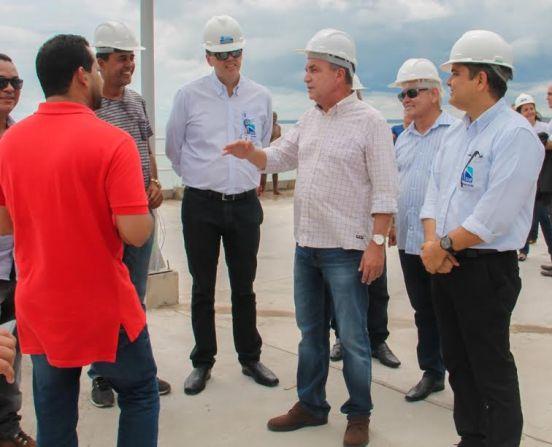 Luis Fernando vistoria obra de requalificação do cais com o presidente da EMAP