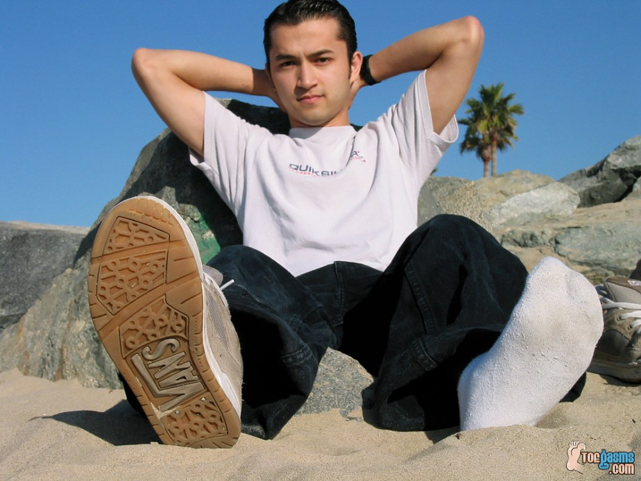 Tony shows off his Vans sneaker and white sock on the beach for Toegasms - male feet