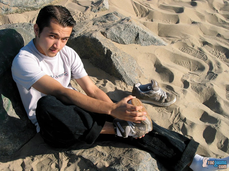 Tony takes off his other Vans sneaker on the beach for Toegasms - male feet