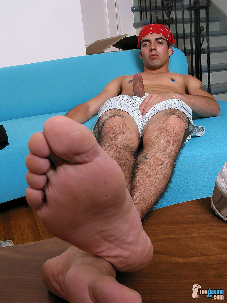 Shirtless Jason K shows off his cock and bare male soles for Toegasms - male feet