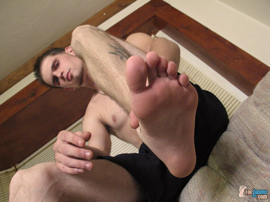 Nolan's bare foot from below for Toegasms