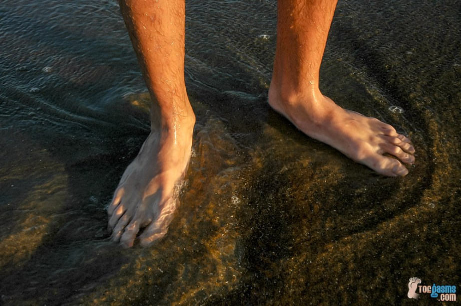Riley Wiggins' bare feet up close in the water on the beach for Toegasms - male feet