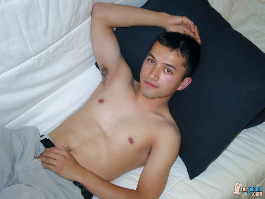 Tony shows off shirtless for Toegasms
