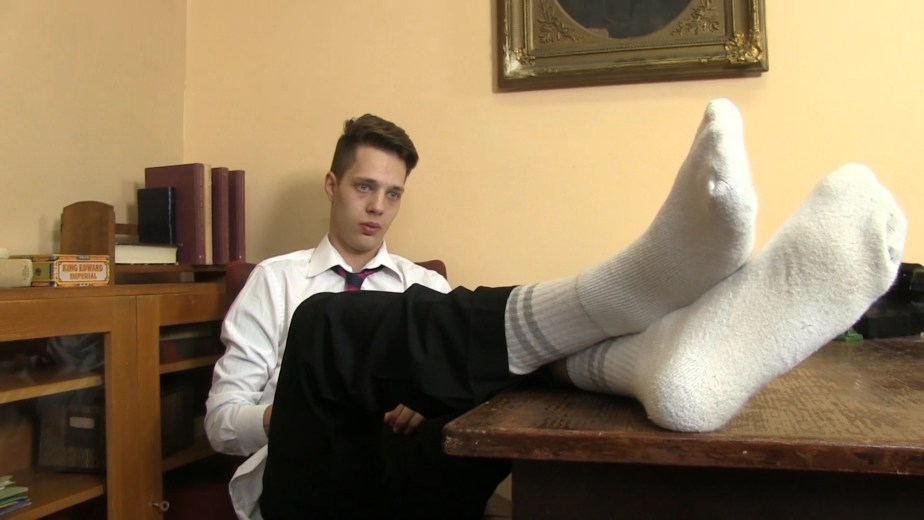 Will Simon puts his white socked feet up for Twinky Feet
