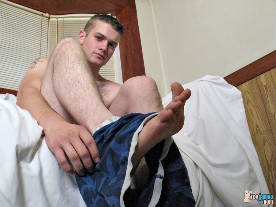Bryce Corbin takes off his underwear for Toegasms