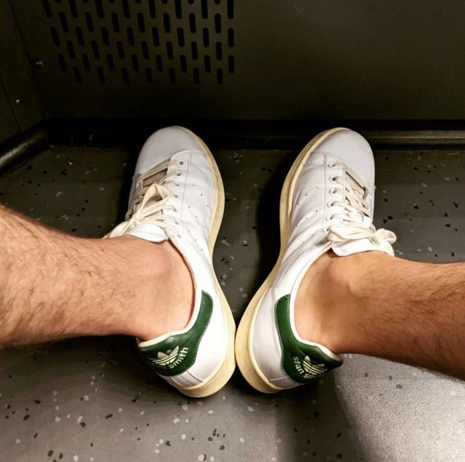 _sneaky789 sockless in Adidas Stan Smiths