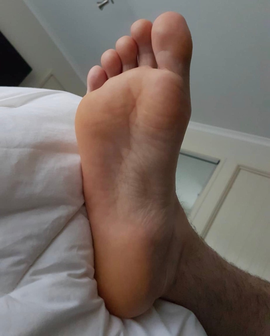 Ftlynx_male_feet's size 13 bare sole