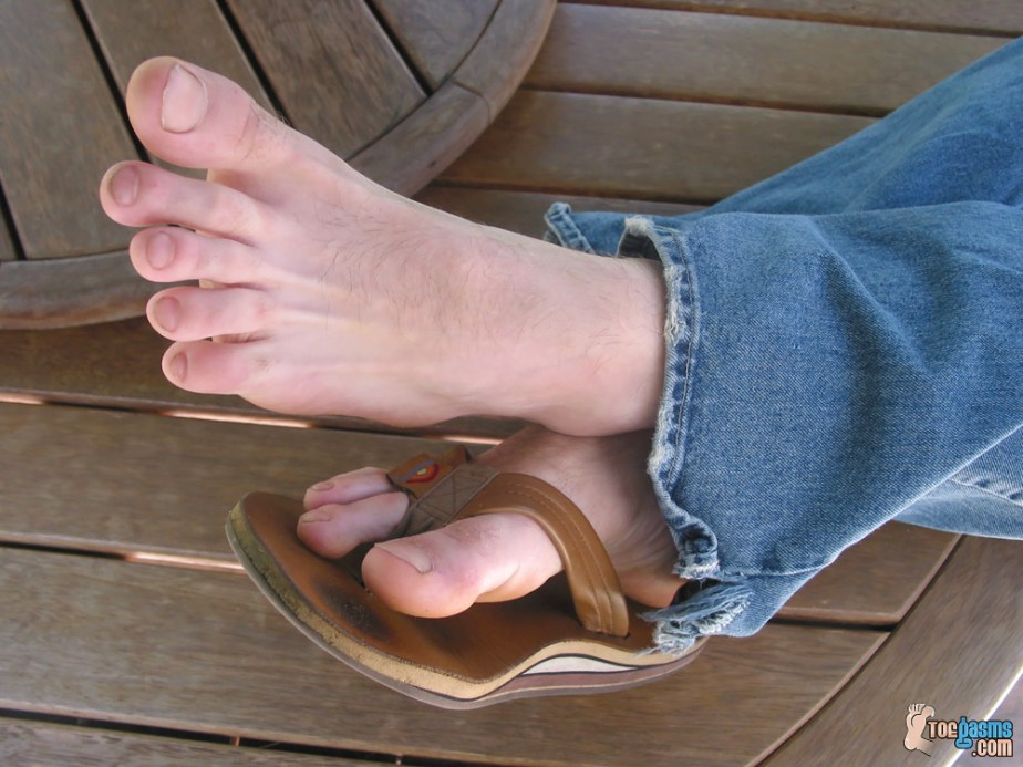 Jeremiah Johnson shoes off his toes and his worn flip flops for Toegasms