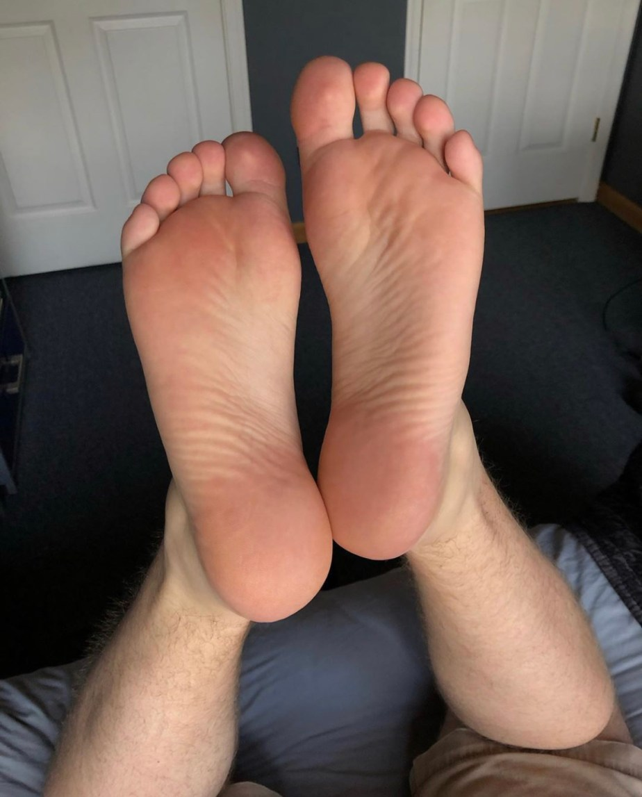 Jrscfeet_'s size 12 soles on the bed