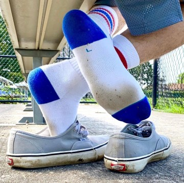 Justinpageft shows off his dirty white socks out of Vans sneakers