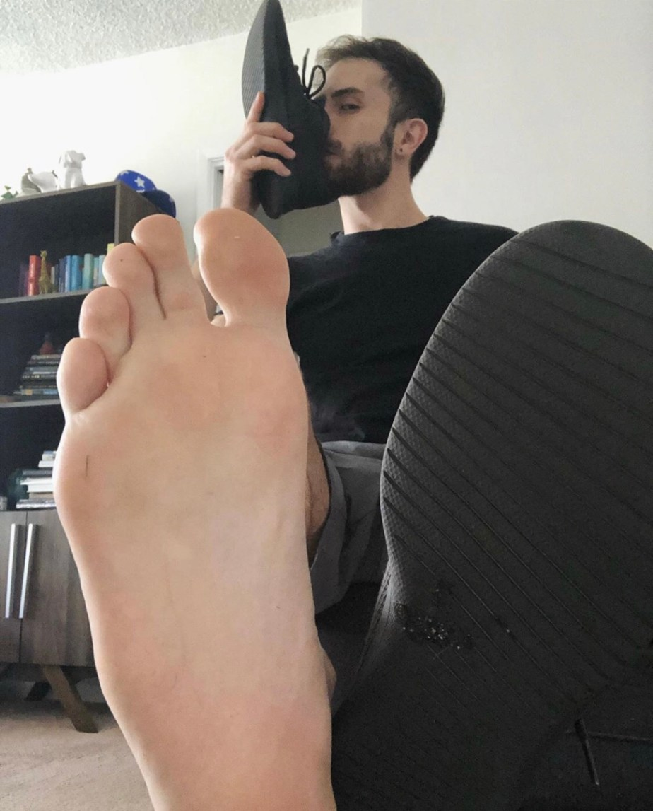 Bearded thebarefoototter sniffs his sneaker and shows off his size 11 sole