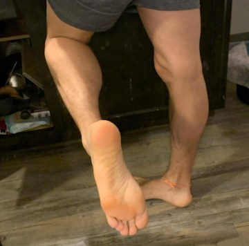 decaysor shows off his calves and bare size 10.5 sole