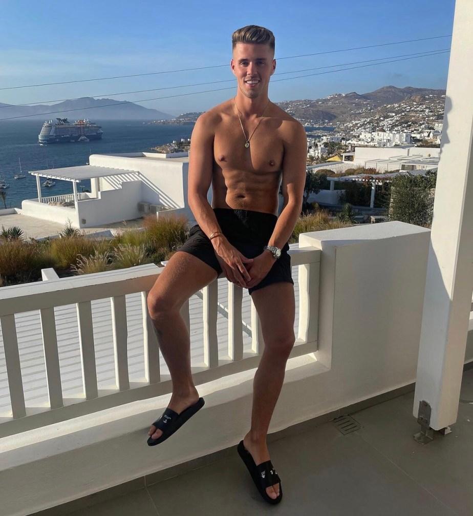 bennnyshaw shirtless and barefoot in slides