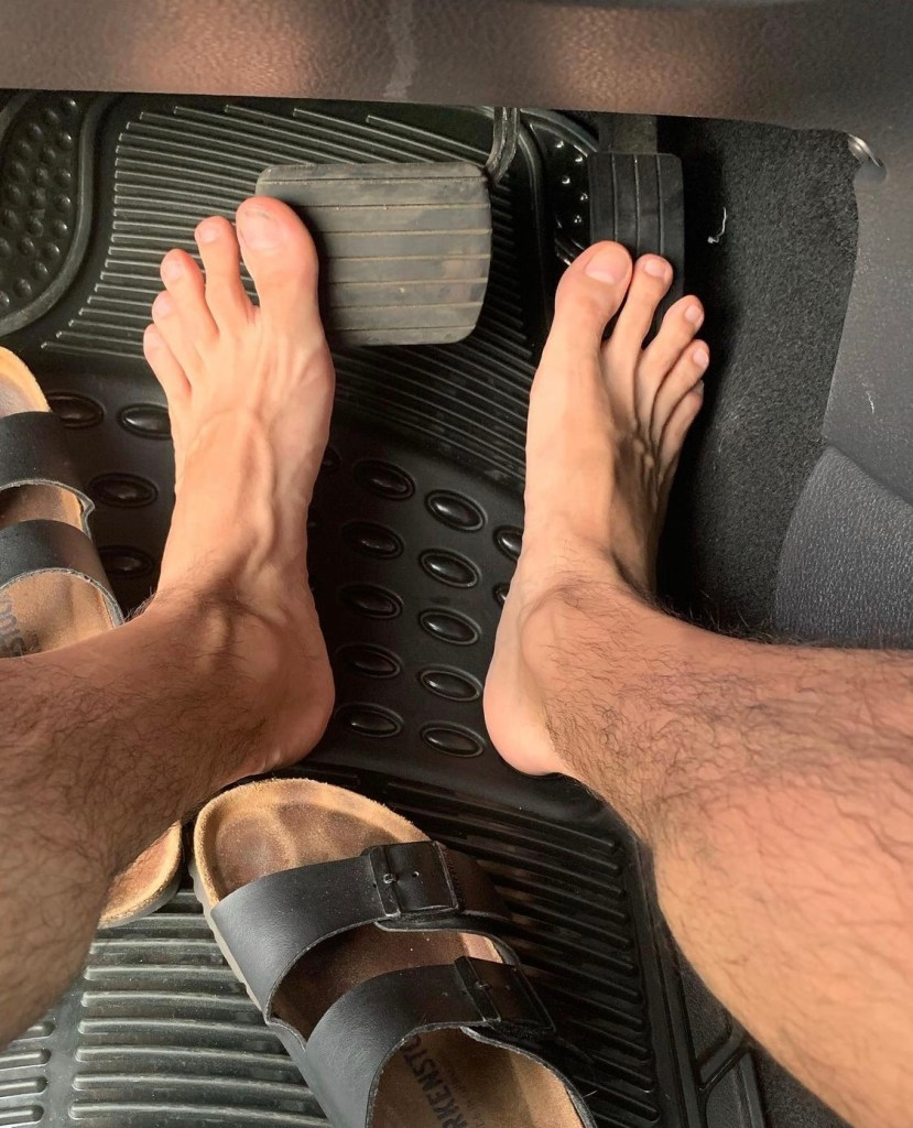 Ilopexfeet in and out of Birkenstocks while driving