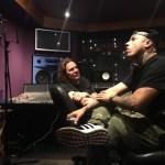 Nicky Jam y Maná trabajando en el estudio