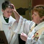 "Iglesia crea ceremonia de ""rebautismo"" para transexual que cambió de nombre"