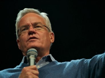 Pastor de Willow Creek Bill Hybels acusado de acoso sexual y mala conducta