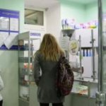 Mujer curada en farmacia tras ser evangelizada por judío mesiánico