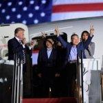 Misioneros liberados por Corea del Norte son recibidos por Trump
